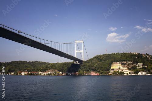 Fotografia  View of FSM bridge, Bosphorus and buildings on Aisan side of Istanbul