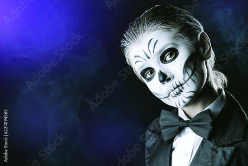 Spoed Fotobehang Halloween skeleton tail coat