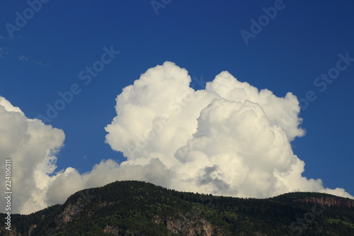 Foto  Rock mountain with white clouds