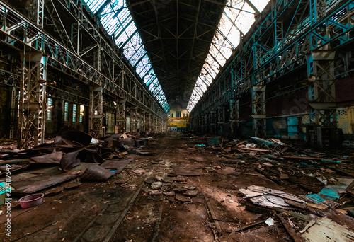 Autocollant pour porte Les vieux bâtiments abandonnés abandoned factory, red brick walls, broken windows, ruin, mud, old building, USSR, post-apocalypse, urbex