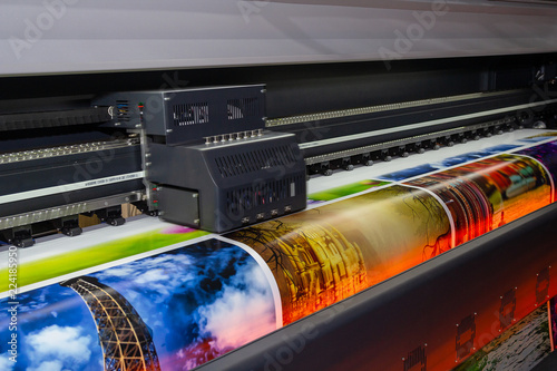 Obraz Large format printing machine in operation. Industry - fototapety do salonu