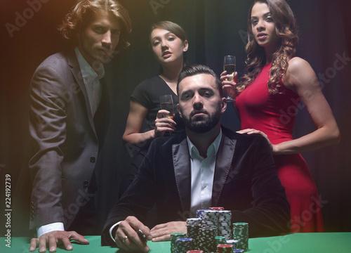 Foto  Attractive young caucasian man make bet in the casino