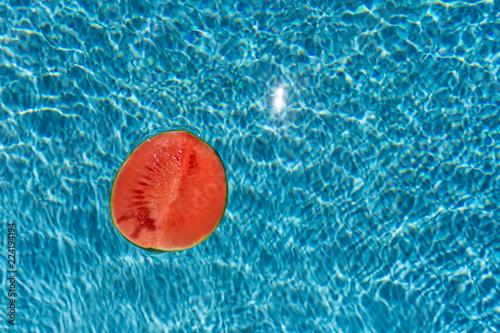 Fotografía  half of watermelone on blurry water background