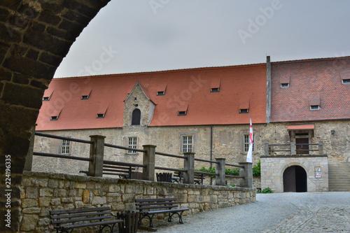 Foto op Canvas Oude gebouw Altes Gebäude in einer Burg