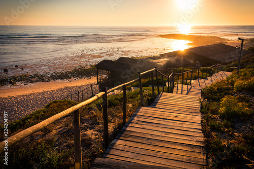 Photo Wooden beach hut on Portugal's Alentejo coast at sunset