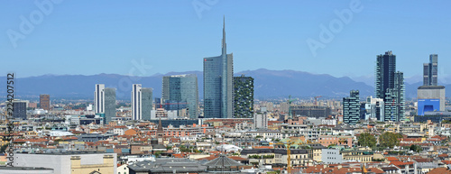 Cadres-photo bureau Milan Italy - Milan - Duomo cathedral, Vittorio Emanuele Gallery and skyline - Skyscrepers and downtown - interstic place to visit in the center of the city - Unicredit tower and bosco verticale