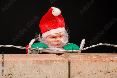 Valokuva  Santa trying to climb the wall