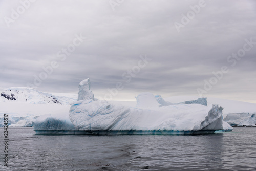 Foto op Aluminium Arctica Iceberg in Antarctic sea