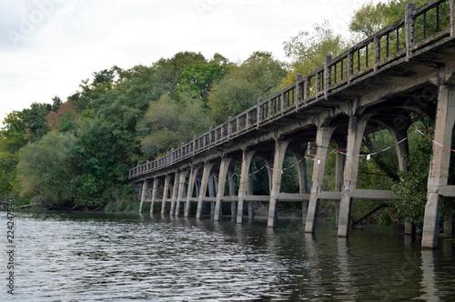 Spoed Foto op Canvas Brug Old stone bridge in the water - luna park