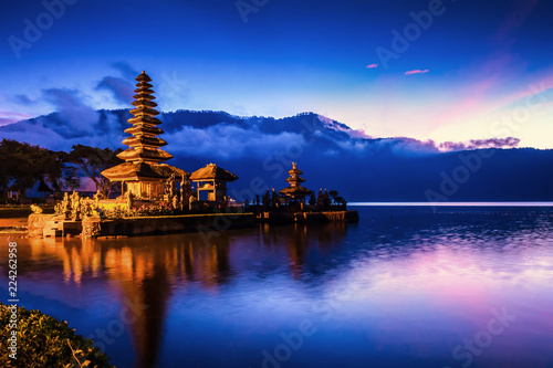 Cadres-photo bureau Bleu fonce Pura Ulun Danu Bratan Temple, Hindu temple on Bratan lake, Bali, Indonesia