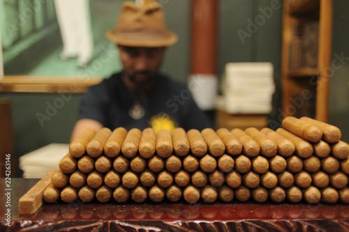 Wallpaper Mural Cuban Cigar Maker