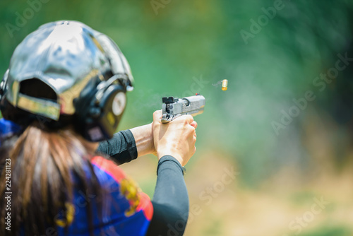 The woman's hands are practicing firing guns and shelling out. Fototapete
