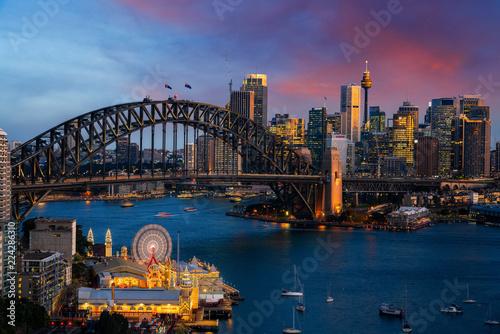 Obrazy Sydney  port-w-sydney-i-most-w-miescie-sydney