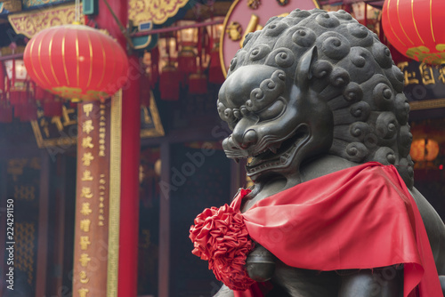Fotografia  Chinese Lion statue in Wong Tai Sin Temple in Hong Kong