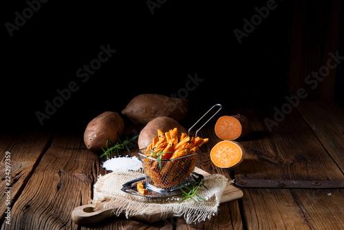 Fotografía  crispy sweet potato fries from the oven