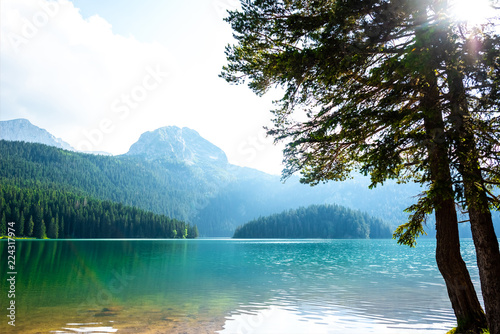 Photo beautiful Bear Peak and glacial Black Lake in Montenegro