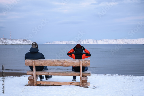 Spoed Fotobehang Poolcirkel People on the bench in Teriberka, Murmansk Region, Russia