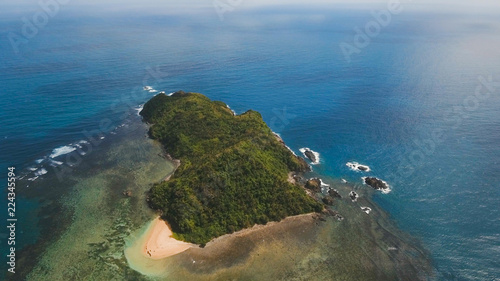 Staande foto Zee / Oceaan Coast of the tropical island Catanduanes with the mountains and the rainforest on a background of ocean with big waves. Aerial view: sea and the tropical island with rocks, beach and waves. Seascape