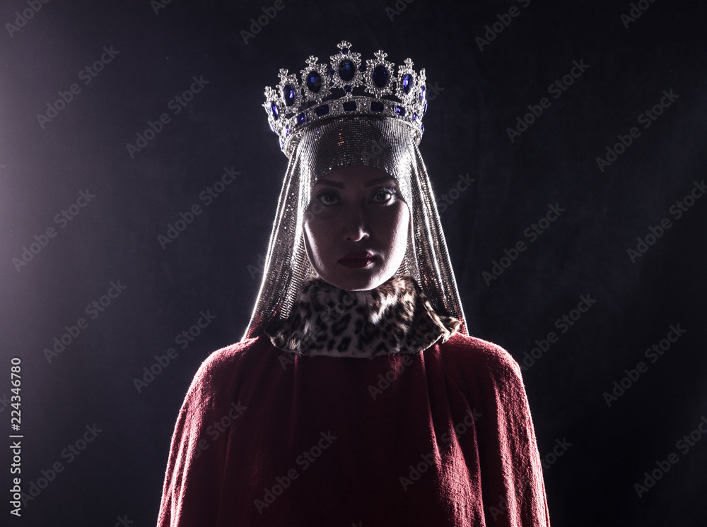 Fototapety, obrazy: queen with crown, studio portrait on a black background