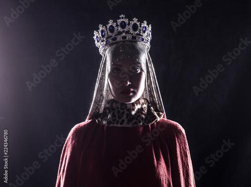 Fotografía queen with crown, studio portrait on a black background