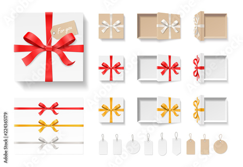 Photo  Empty open craft gift box, red color bow knot, ribbon and tag set isolated on white background
