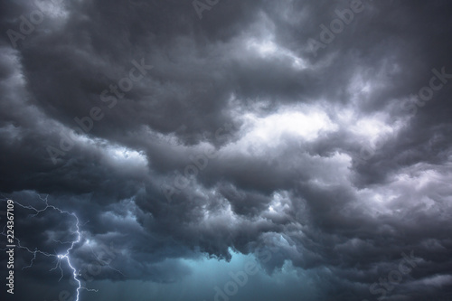 Fototapeta Dramatic thunderstorm clouds in central Florida obraz
