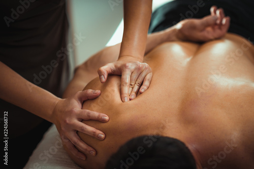 Fotografía  Shoulder Sports Massage Therapy