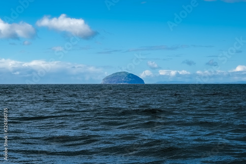 Foto Cold Blue Sea & Ailsa Craig