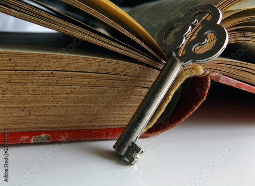 Fotografie, Obraz  A key and an open old book