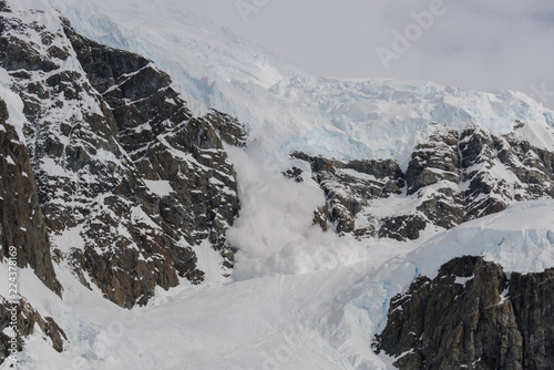 obraz PCV Avalanche in Antarctic mountains