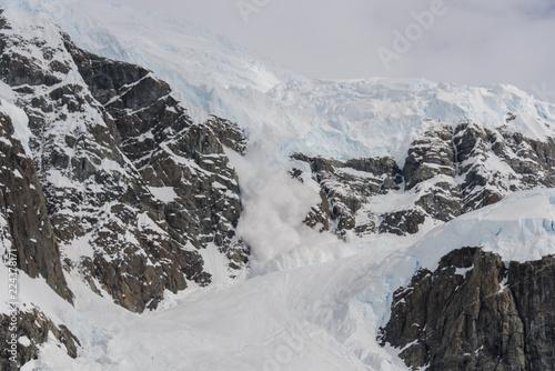 Foto op Plexiglas Antarctica Avalanche in Antarctic mountains