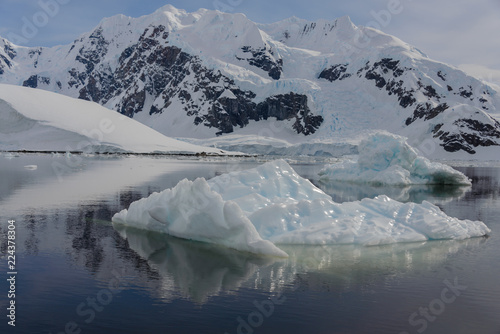 In de dag Antarctica Antarctic landscape with iceberg
