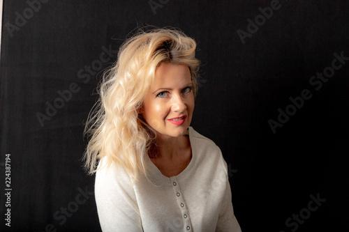Fotografie, Obraz  Rooty Blonde Medium Length Hairstyle