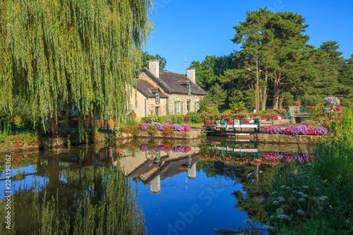 Photo Malestroit, Bretagne,maison de l'écluse, canal de Nantes à Brest