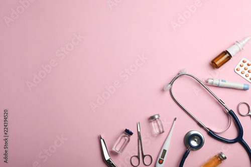 Stampa su Tela  Flat lay composition with medical items and space for text on color background