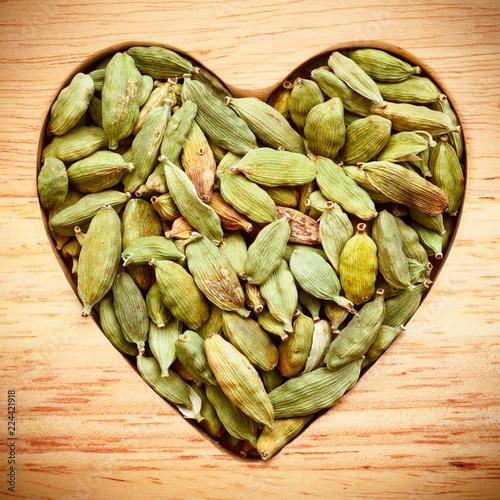 Fototapeta Green cardamom pods heart form obraz