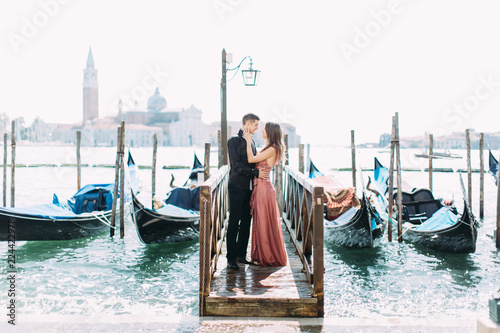 Papiers peints Gondoles Couple on a honeymoon in Venice