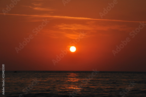 Foto op Plexiglas Zee zonsondergang sunset over the sea