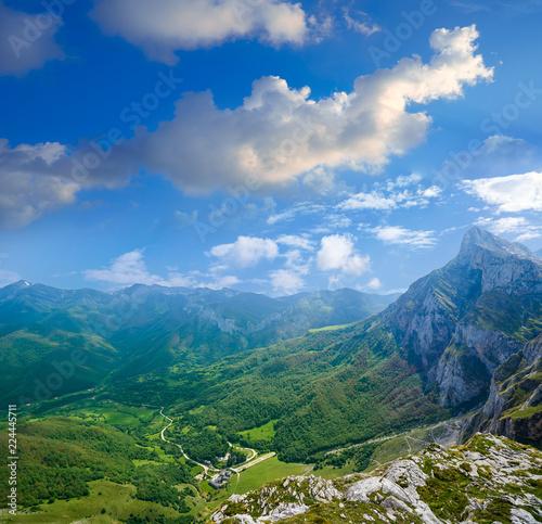 Fototapeta Fuente De mountains in Cantabria Spain obraz na płótnie
