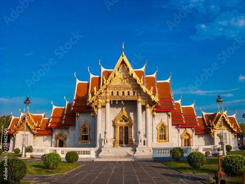 Deurstickers Bedehuis The Marble Temple, Wat Benchamabopit Dusitvanaram in Bangkok, Thailand.