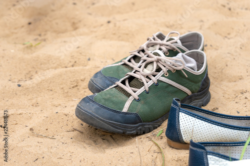 Fotografia  Hiking shoes on the sand
