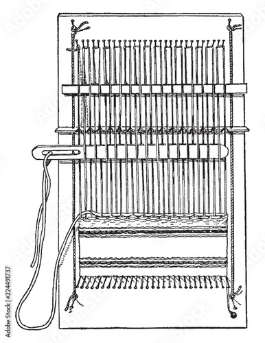 Complete pin loom, the pins holding the thread to the loom