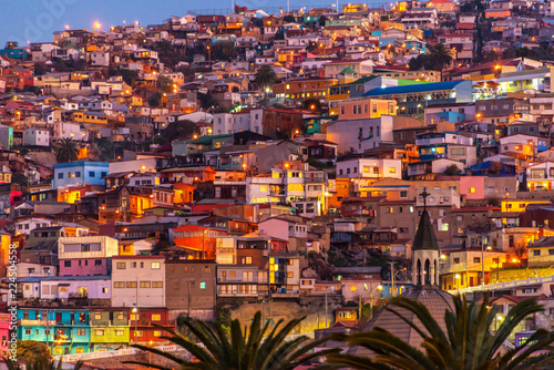 Keuken foto achterwand Centraal-Amerika Landen Colorful houses illuminated at night on a hill of Valparaiso, Chile