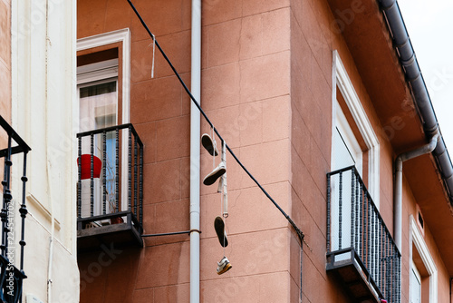 In de dag Madrid Shoes hanging on wire in Lavapies in Madrid