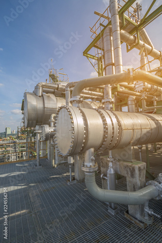 Cuadros en Lienzo Heat exchanger in oil and chemical refinery plant