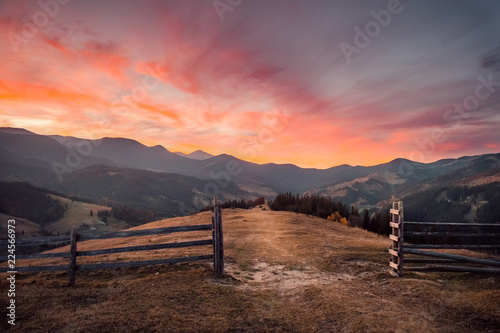 Poster Diepbruine Amazing sunset in autumn mountain landscape