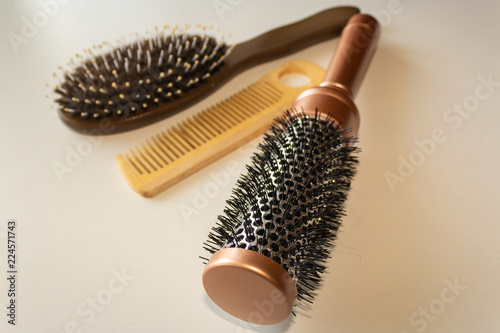 Fotografia  Combs of different shapes are on the table