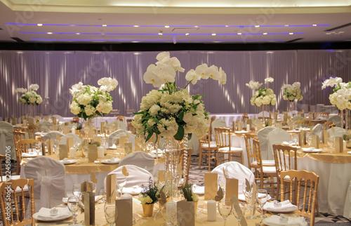 Fotografija Wedding bouquet in restaurant on table, banquet flower decoration