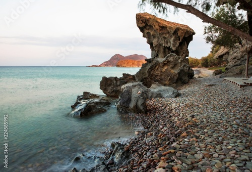 Fotografía  Smal cliff on pebbled beach, island Limnos.