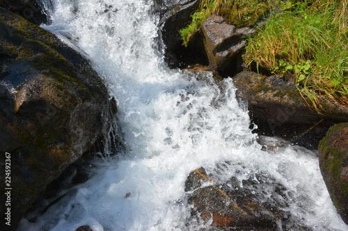 Poster Watervallen Beautiful mountain waterfall in the Carpathians